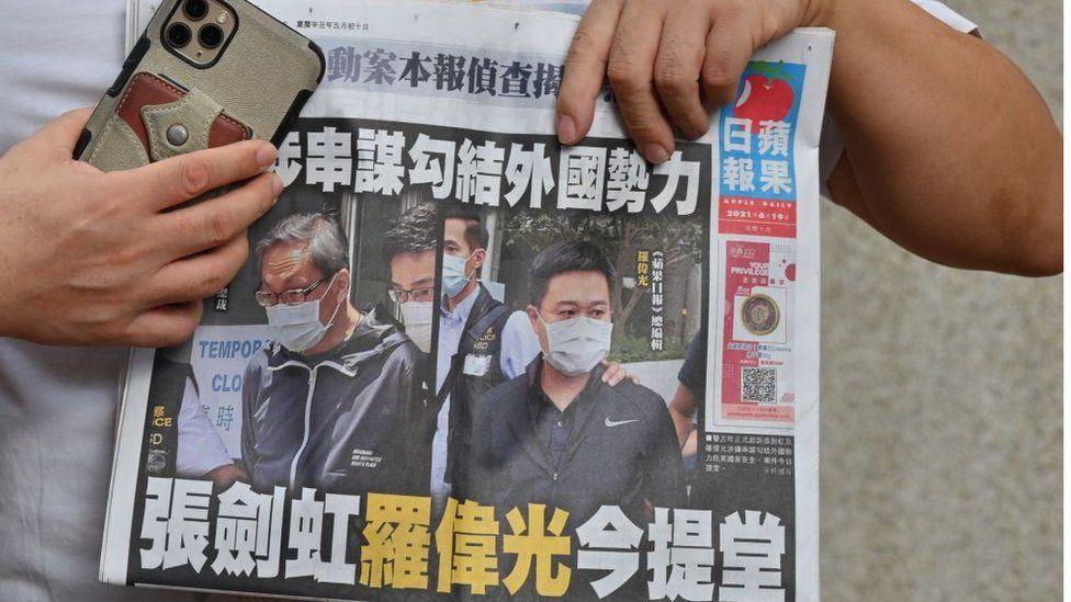 După mai multe presiuni, cel mai mare ziar pro-democrație din Hong Kong și-a anunțat închiderea