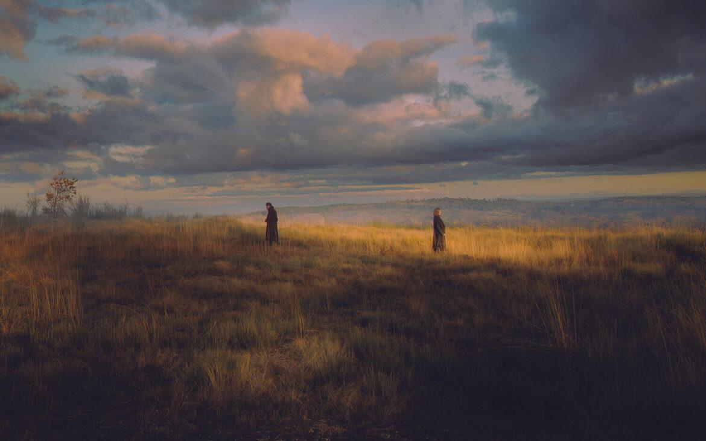 Cadre din câmpuri și păduri, care par a fi rupte din cinematografia clasică, realizate de fotograful Henri Prestes