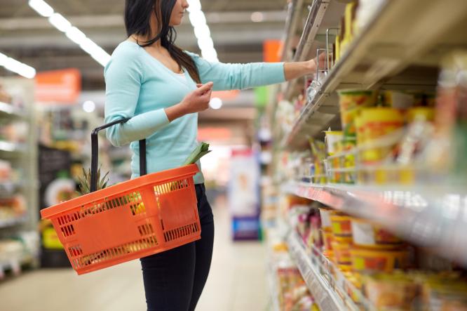 Woman-choosing-food-in-supermarket.jpg