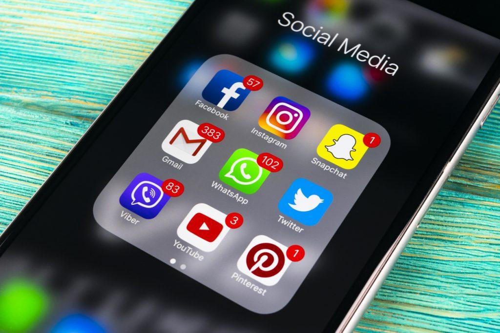 Tonul, strategia și frecvența. Cum comunică partidele din Moldova pe rețelele sociale în perioada electorală