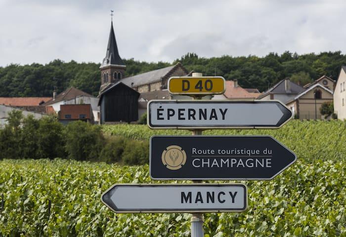 travel-guide-visiting-champagne-france.jpg