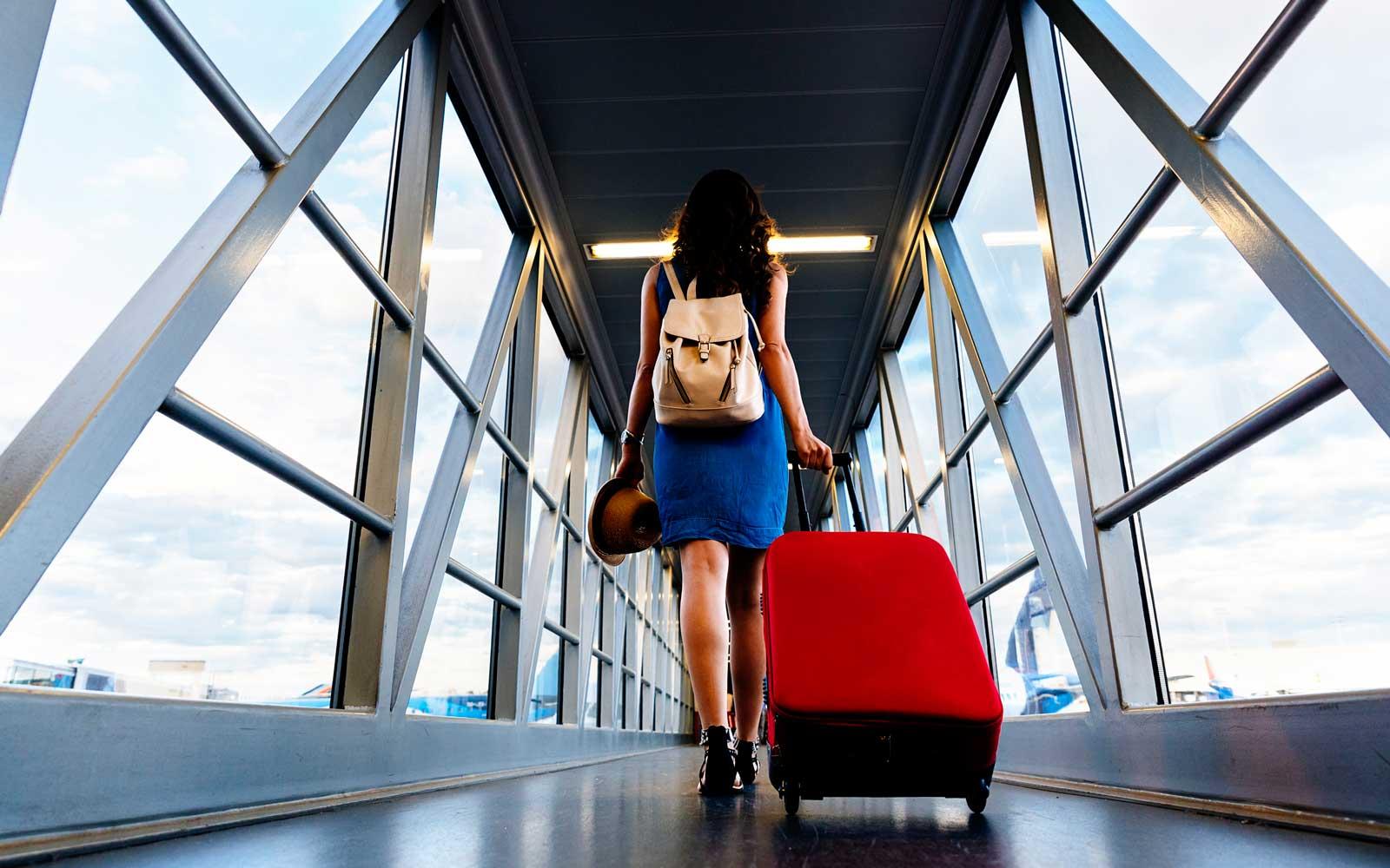boarding-airplane-KNOBEFOR0119.jpg