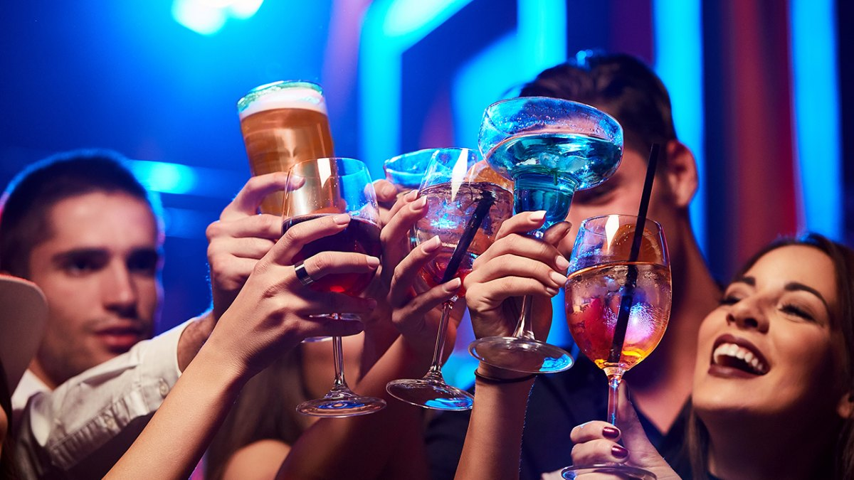 friends-drinking-alcohol-club-party.jpg