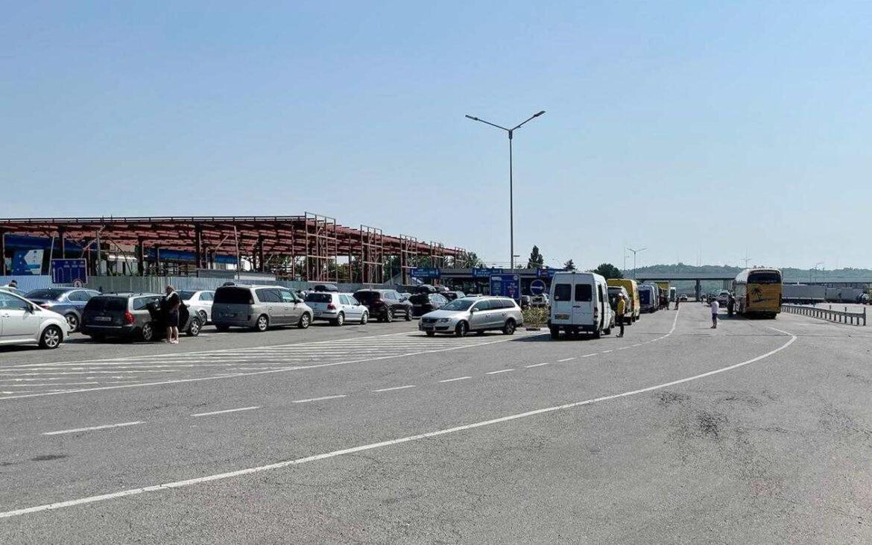 Fluxul traficului la frontieră este sporit! Apelul Serviciului Vamal pentru cetățenii care vor să treacă vama Moldovei