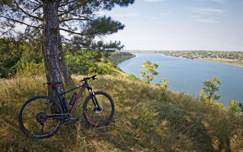Pregătește-ți bicicleta pentru noi aventuri! Lista celor mai bune trasee de ciclism din Moldova